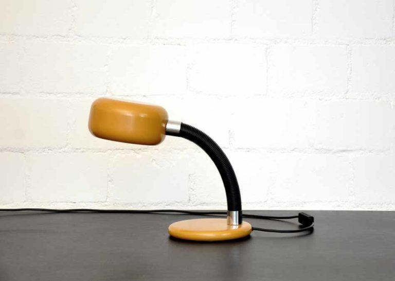 Schreibtischleuchte ockerfarben / schwarz Schweizer Industriedesign