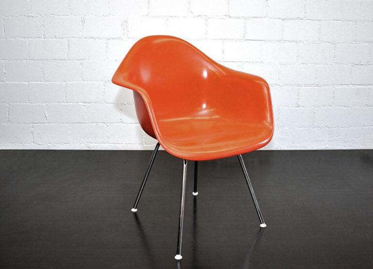 "Armchair ""LAX"", Ray & Charles Eames, Fiberglas orangerot"