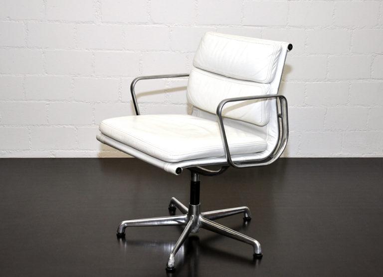 """Stuhl """"Alu-Group EA 208"""" von Ray und Charles Eames"""