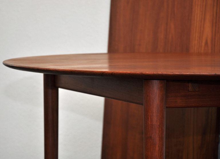 Ovaler Esstisch massiv Teakholz, verlängerbar auf 182 cm