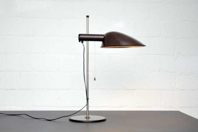 Schreibtischleuchte mit braunem Blechschirm