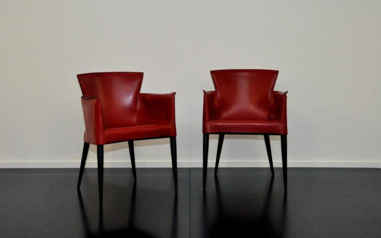 2 Stühle, festes dunkelrotes Leder